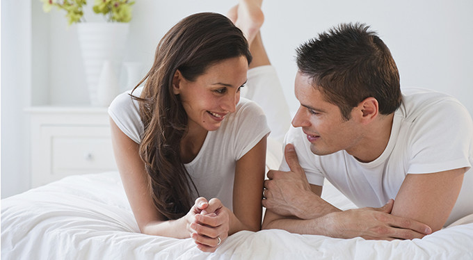 Four exercises to talk to your partner about sex