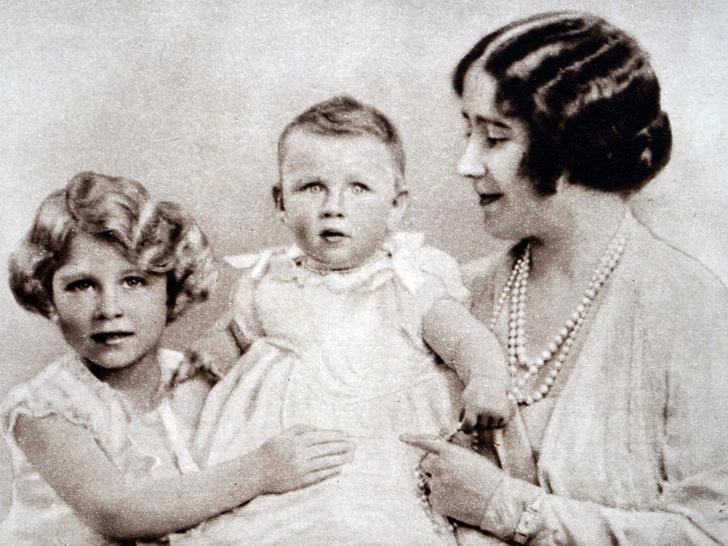 Фото №2 - Обида дочери: что принцесса Маргарет не смогла простить Королеве-матери