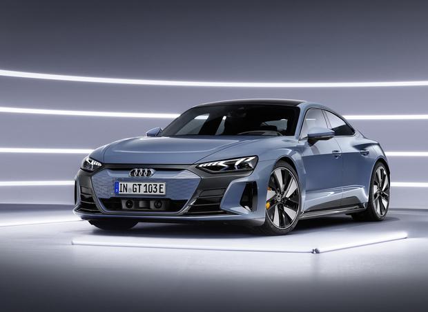 Фото №1 - Audi представила бешеный электрический седан на базе Porsche