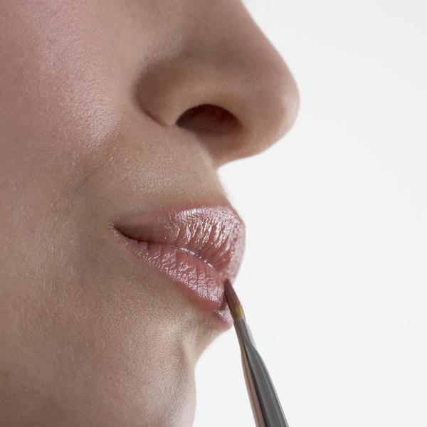 Фото №1 - Антивозрастная коррекция губ: кому, когда и какая нужна