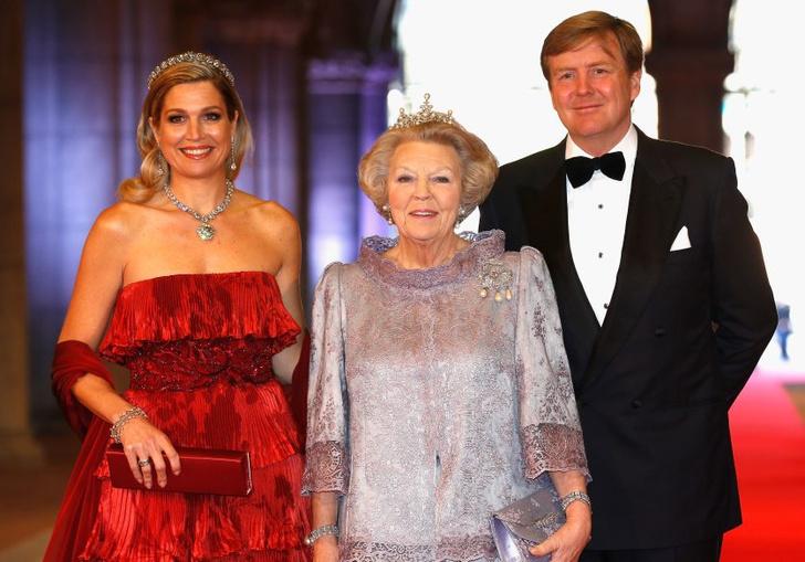 Королевская семья Нидерландов: бывшая королева страны Беатрикс, новый король Виллем-Александр и королева Максима