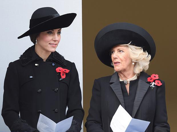 Фото №2 - Герцогиня Камилла выстраивает доверительные отношения с Меган Маркл. Зачем?
