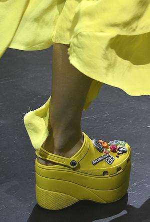 Фото №3 - Красота не главное: как и почему кроксы стали самой модной обувью