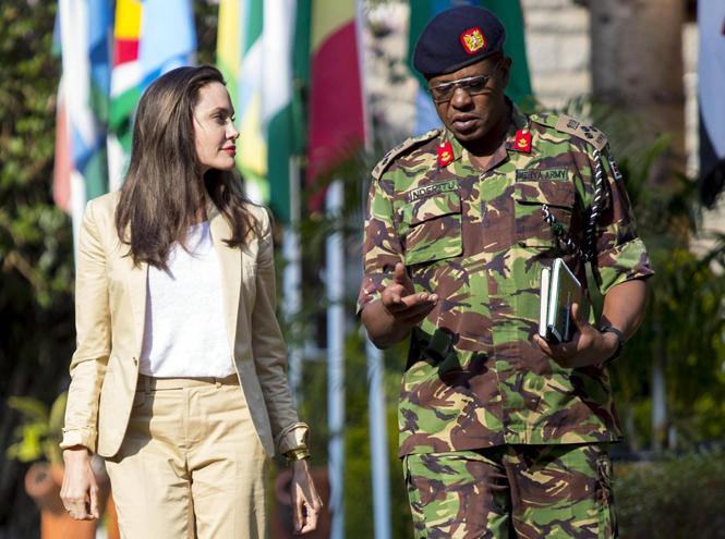 Фото №3 - Анджелина Джоли не исключает для себя возможности баллотироваться в президенты