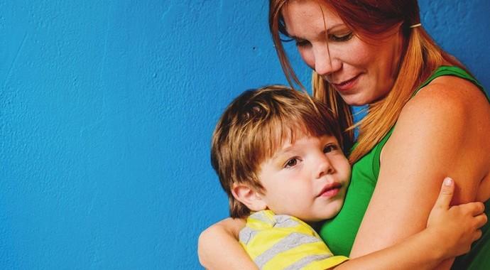 «А вы воспитывать его не пробовали?»: что говорят родителям детей с аутизмом