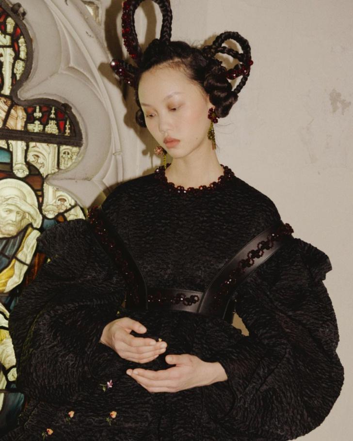 Фото №4 - Бьюти-тренд: заплетаем косички как модели на показе Simone Rocha AW/21