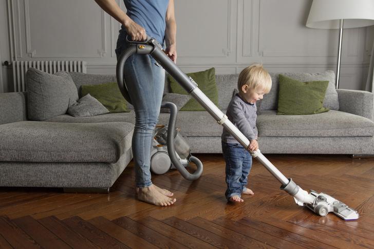 Фото №2 - Он сумеет: что должен делать по дому ребенок в разном возрасте