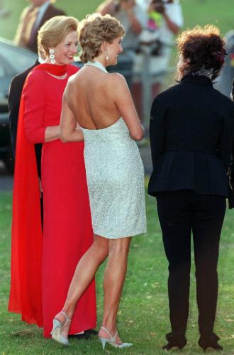 Фото №14 - Модная провокация: самые откровенные наряды принцессы Дианы