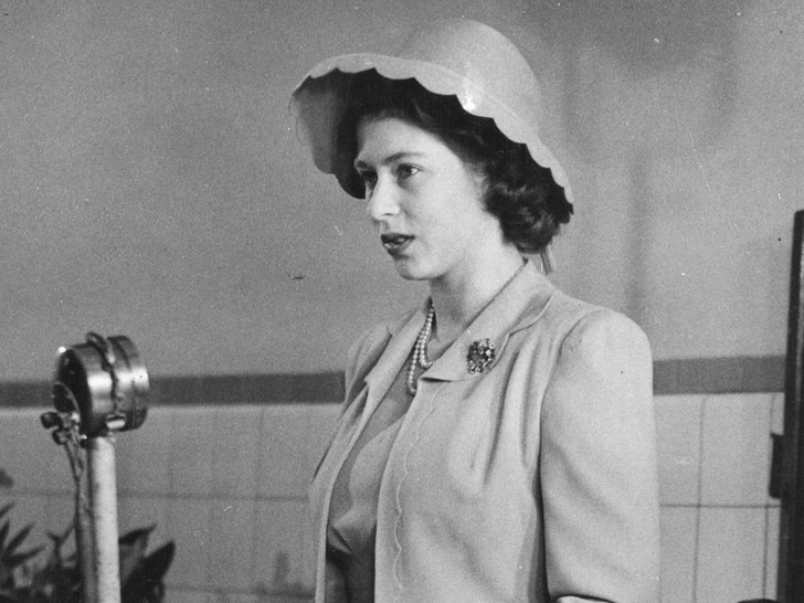 Фото №2 - Бунтари и отличники: как королевские особы выглядели в подростковом возрасте