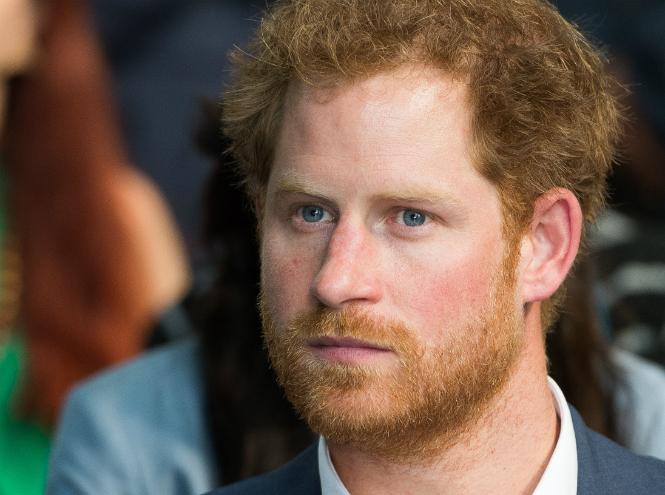 Фото №1 - Принц Гарри покорил интернет трогательным видео