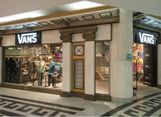 Фото №1 - В Москве открывается магазин легендарного бренда Vans