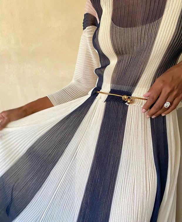 Фото №2 - Жасмин Тукс в фантастическом гофрированном платье и с огромным бриллиантом
