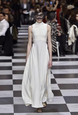 Фото №6 - 35 идей свадебных платьев с подиумов Недели высокой моды в Париже