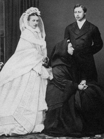 Фото №5 - По стопам Виктории: самая красивая традиция королевских невест прошлого