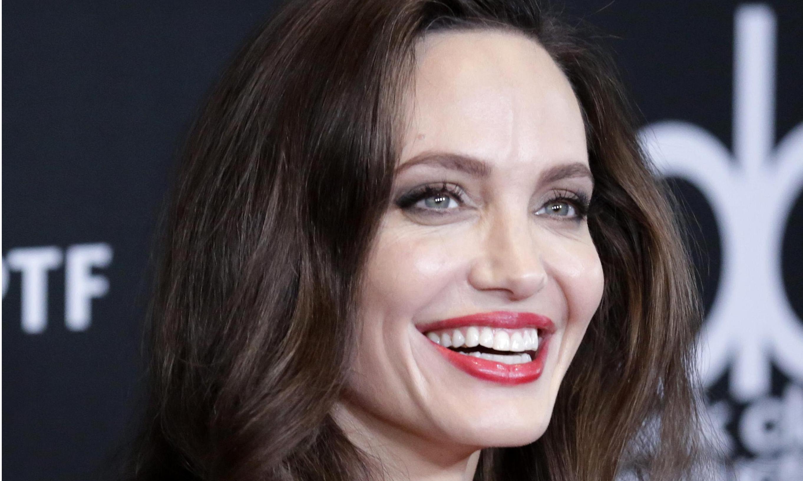 Джоли продемонстирировала возможный признак болезни