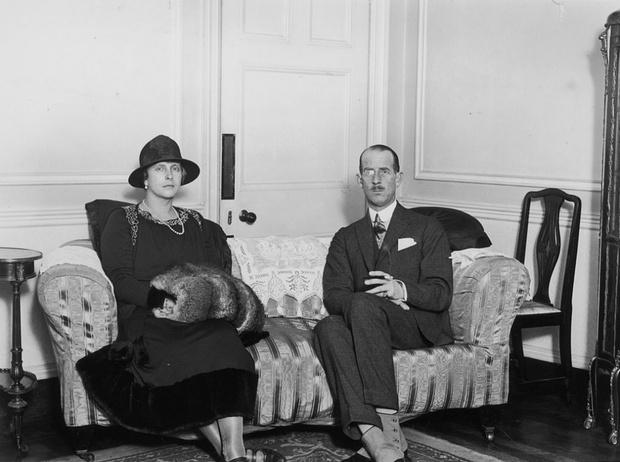 Фото №2 - Запретная любовь и разрушенный брак матери принца Филиппа