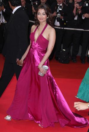 Фото №37 - Болливуд в Каннах: Айшвария Рай и все ее наряды за историю кинофестиваля