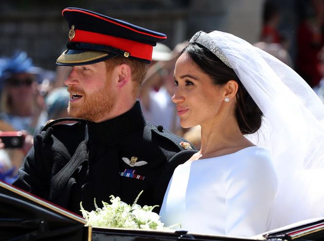 Фото №7 - О чем говорили жесты Гарри и Меган на свадьбе (и о чем пара шепталась)