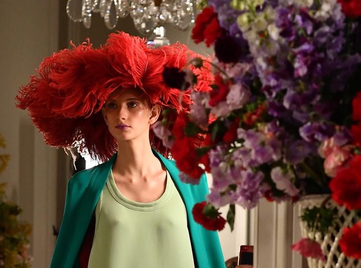 Фото №1 - Цветы и перья: Valentino Haute Couture SS18