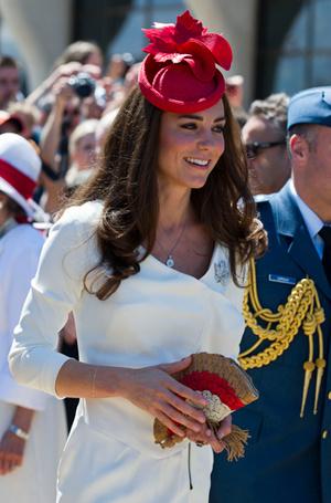 Фото №2 - Королевский дресс-код: любимые сумки герцогини Кембриджской