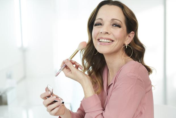 Фото №1 - Как помолодеть на 10 лет: секреты антивозрастного макияжа