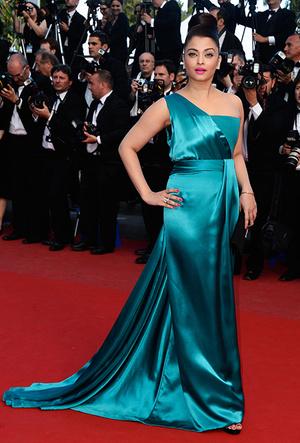 Фото №69 - Болливуд в Каннах: Айшвария Рай и все ее наряды за историю кинофестиваля