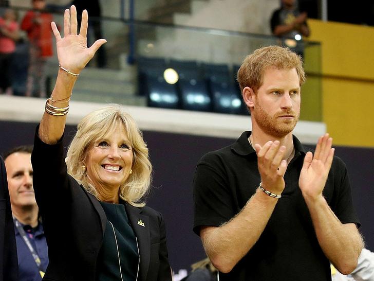 Фото №1 - Неожиданная дружба: что связывает принца Гарри и новую Первую леди США