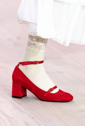 Фото №42 - Самая модная обувь весны и лета 2020: советы дизайнеров