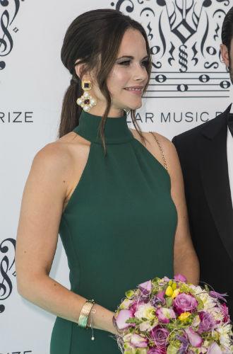 Фото №5 - Герцогиня Меган уже повлияла на королевский дресс-код