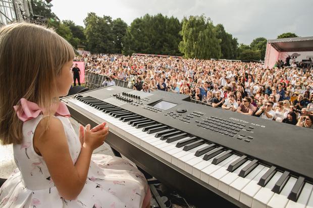 Фото №2 - Нино Катамадзе спела на фестивале ради незрячей девочки
