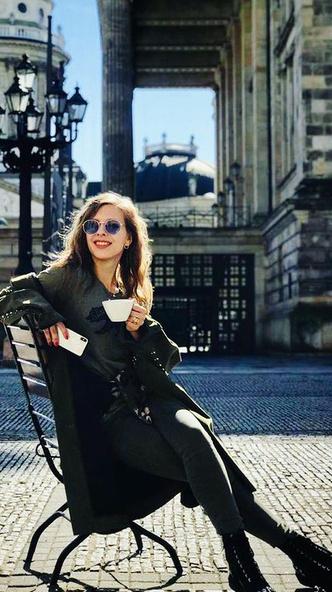 Фото №2 - Погорячее! Лиза Арзамасова и все ее наряды не из бабушкиной коллекции