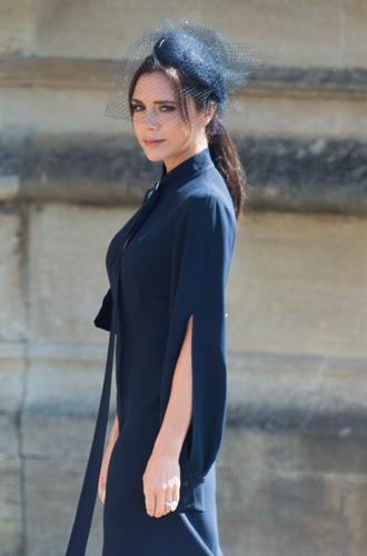 Фото №7 - Виктория Бекхэм объяснила выбор платья к свадьбе Меган и Гарри (не прошло и полгода)