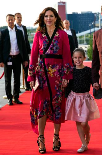 Фото №4 - Кейт, Шарлен или Меган: чьи наряды оказались самыми дорогими в 2018 году