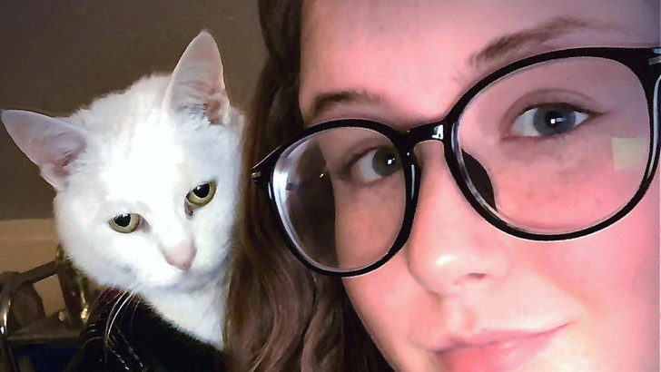 Фото №1 - Оптическая иллюзия: кошка в кожаной куртке