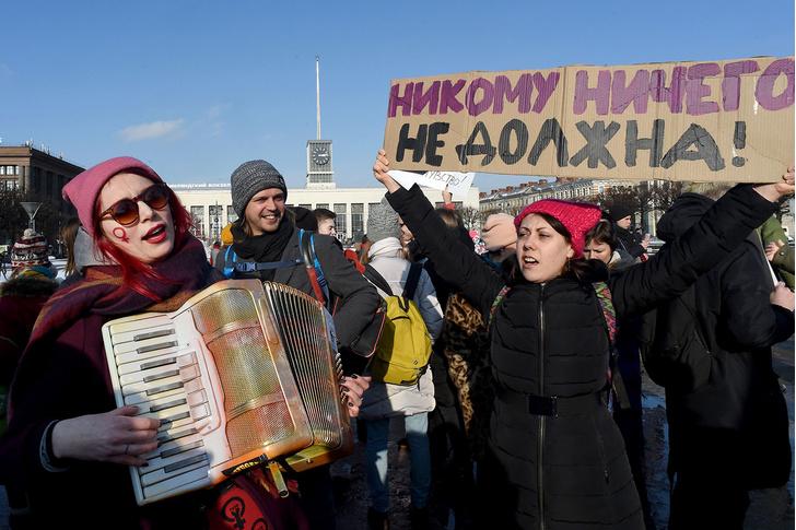 Фото №1 - В Роскомнадзоре предложили признать радикальный феминизм и чайлд-фри экстремизмом
