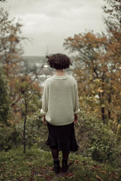 Фото №1 - «Муж 20 лет не догадывался»: как живет женщина, которая боится выходить из дома одна и скрывает это даже от близких