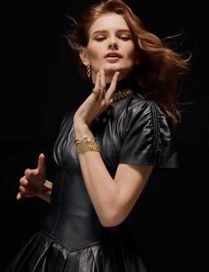 Фото №1 - Франческа Амфитеатроф представила ювелирные интерпретации инициалов Louis Vuitton в коллекции LV Volt