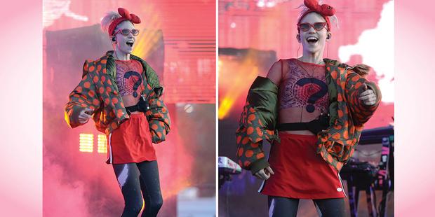 Фото №3 - 7 модных образов певицы Grimes