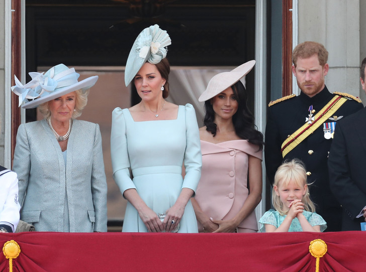 Фото №10 - Trooping the Colour 2018: Меган Маркл, Кейт Миддлтон и другие члены королевской семье на ежегодном параде