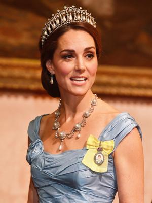 Фото №15 - Полный комплект: самые роскошные парюры британской королевской семьи