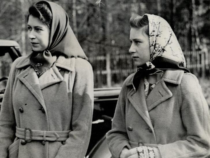 Фото №8 - Сестры и лучшие подруги: 20 самых трогательных и теплых фото Королевы и принцессы Маргарет