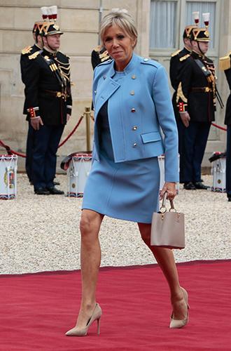 Фото №10 - Как Брижит Макрон сняла табу на мини-юбки и стала новой иконой стиля Франции