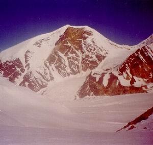 Фото №1 - Снегопад мешает поиску русских туристов в Гималаях