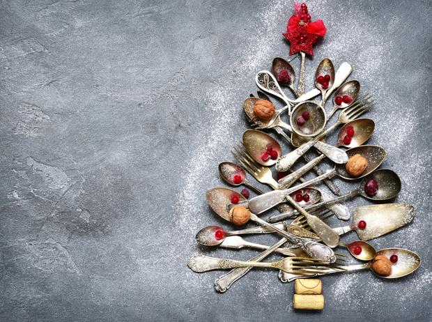 Фото №3 - Как правильно питаться в новогоднюю ночь (и остаться в живых)