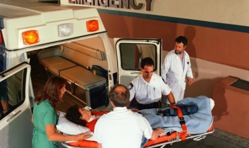 Фото №1 - В Петербурге пытаются придумать, как убедить врачей «Скорой помощи» работать на двух ставках