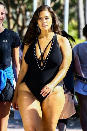 Фото №10 - Секс на пляже: какие купальники носят звезды plus size