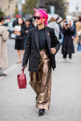 Фото №9 - Стальной блеск: как носить вещи в цвете металлик повседневно