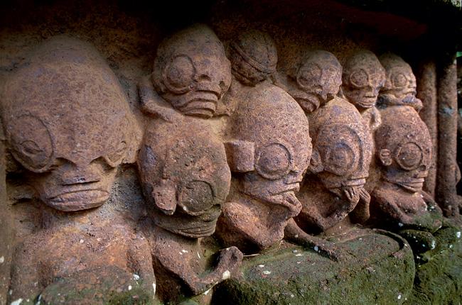 Фото №11 - Подводные пирамиды, петроглифы, статуи «рептилоидов»: 20 самых загадочных объектов мира