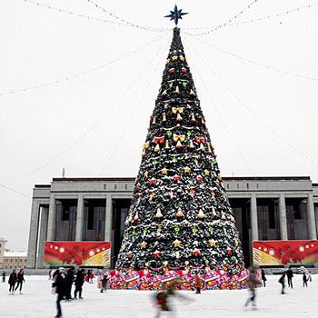 Елка на Центральной площади Минска: просто, консервативно и со вкусом!