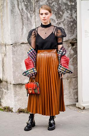 Фото №4 - Как носить самые модные юбки сезона: мастер-класс от звезд street style хроник
